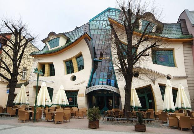 Krzywy Domek Crooked House - sursa foto - idesignarch.com